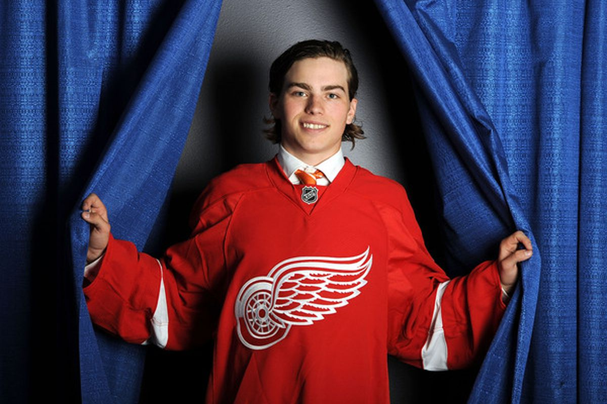 Who will pose for cheesy photos for the Red Wings this year?