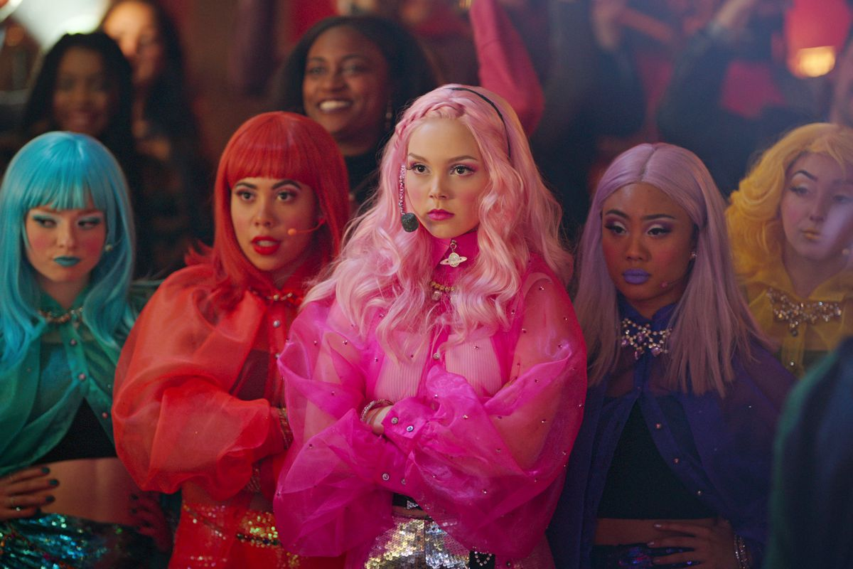 mean girl carrie in all pink