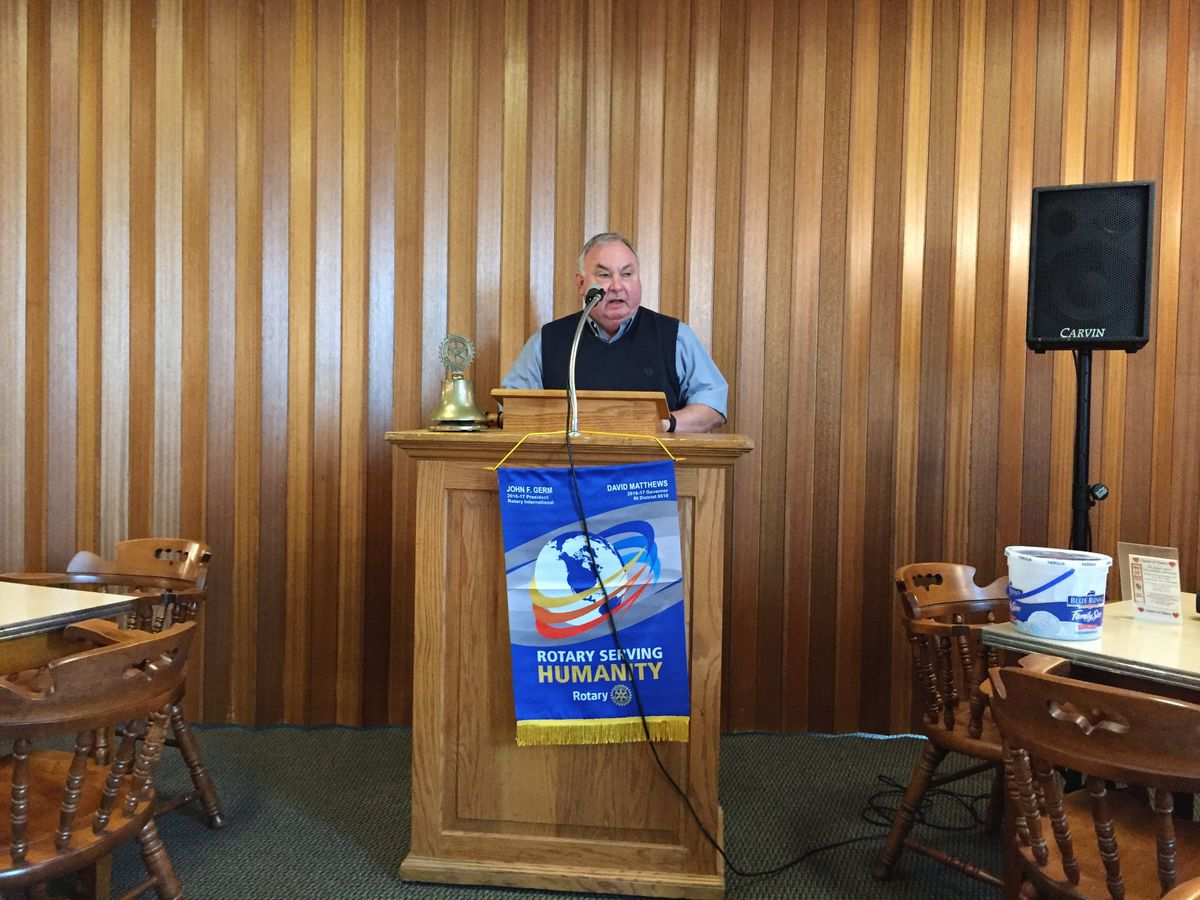 Chuck Griswold, in 2017 when he was still mayor of Fairfield, Illinois, presiding over a Rotary Club meeting.