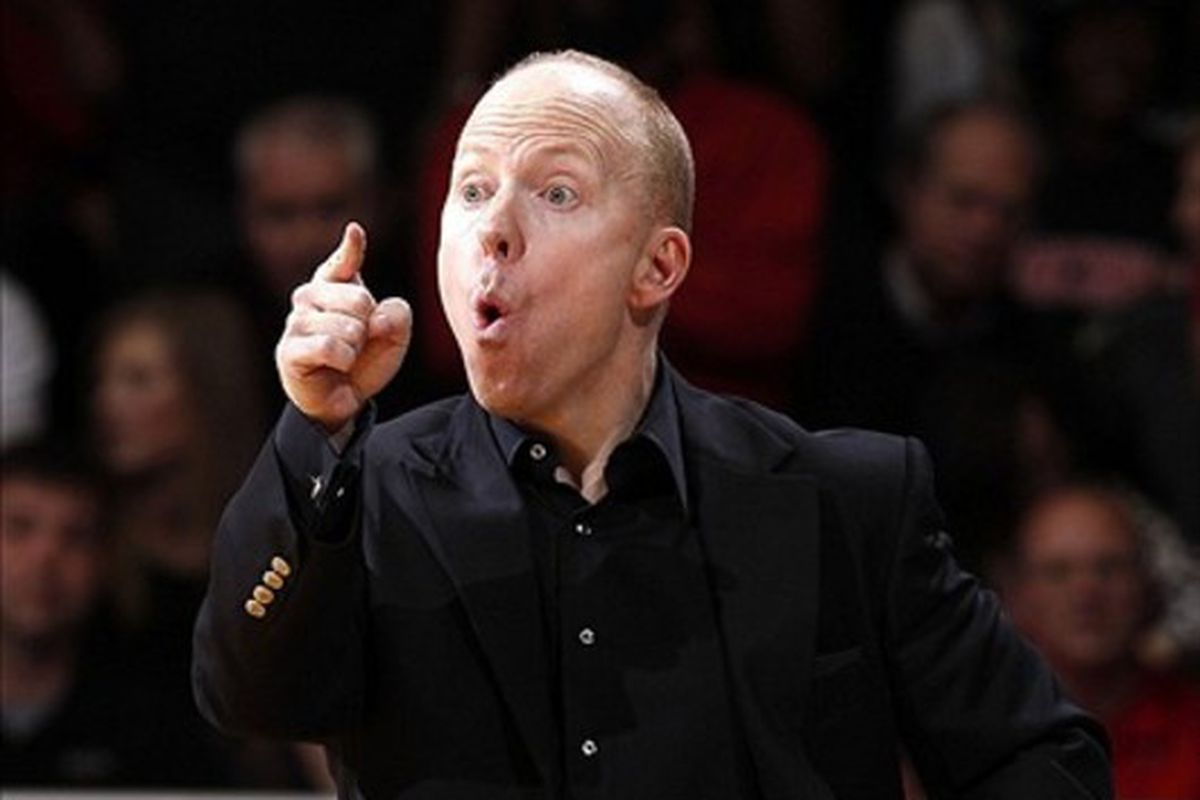 Mick Cronin threatens to suspend his entire team as the media applauds, only to choose a 30-second timeout instead.