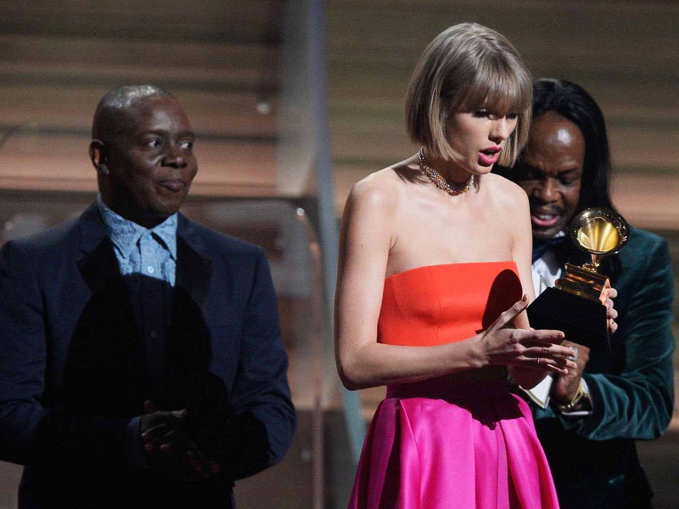 Grammys 2016 Taylor Swift Wins Album Of The Year For 1989 The Verge