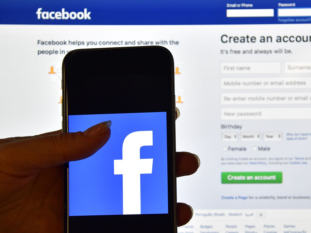 A new bill wants companies like Facebook to tell you how much your data is worth.
