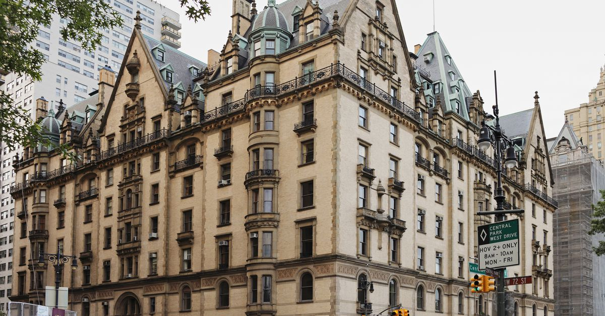 At the dakota combo pad that could 39 revive lost grandeur for Dakota building nyc apartments for sale