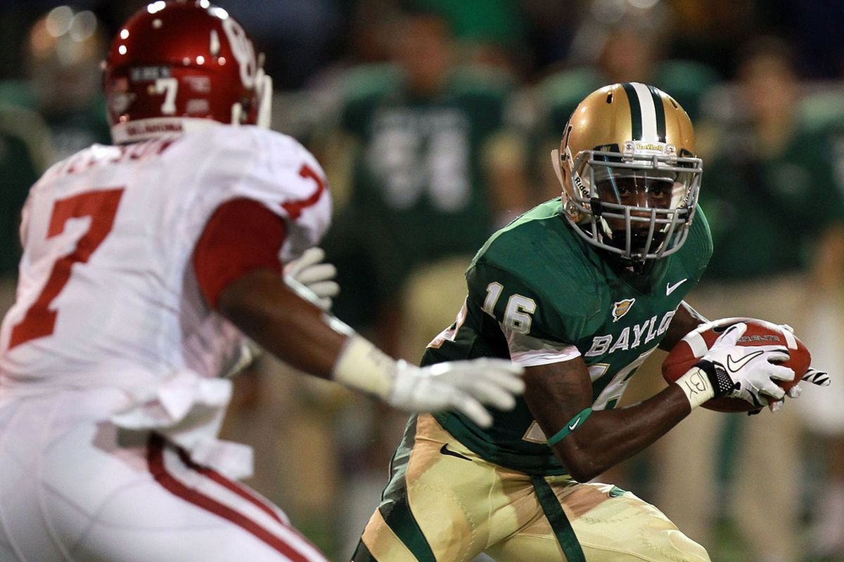WACO, TX - NOVEMBER 19:  Tevin Reese #16 of the Baylor Bears runs the ball against Corey Nelson #7 of the Oklahoma Sooners at Floyd Casey Stadium on November 19, 2011 in Waco, Texas.  (Photo by Ronald Martinez/Getty Images)
