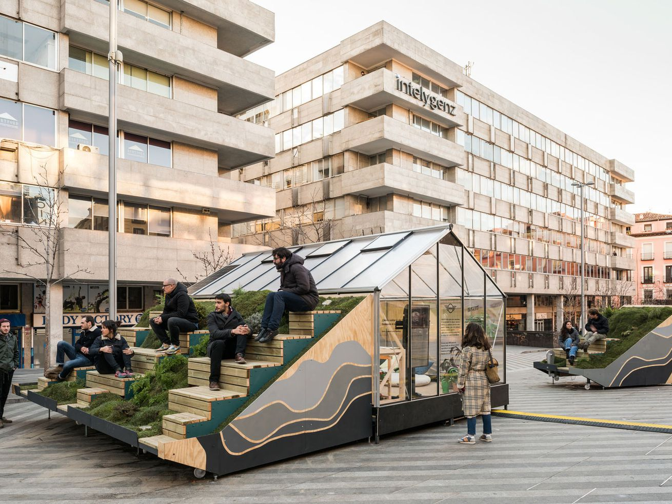 Modular design combines mobile office and street furniture