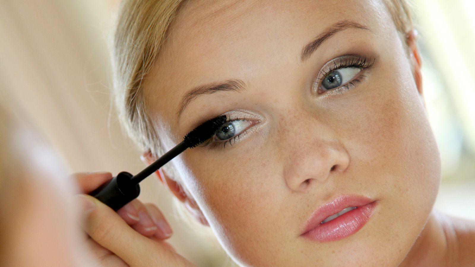 Six Tips To Know Before Using Waterproof Makeup This Summer