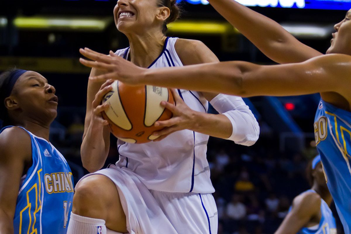 Diana Taurasi drives for two of her 35 points in the Mercury's 97-96 win over Chicago Sunday. Photo by Ryan Malone/SB Nation Arizona