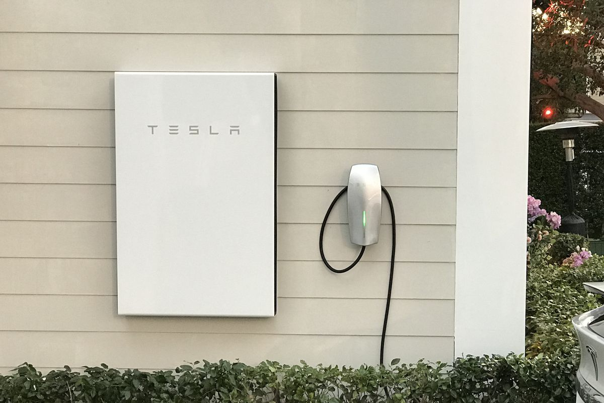 Tesla Powerwall For Sale >> Tesla Sends Powerwall Home Batteries To Puerto Rico Curbed