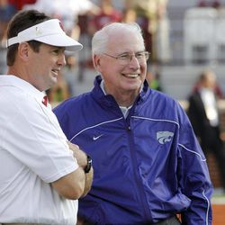 Oklahoma coach Bob Stoops, left, and Kansas State coach Bill Snyder, right, talk before an NCAA college football game in Norman, Okla., Saturday, Sept. 22, 2012.