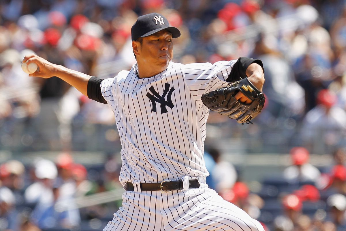 NEW YORK, NY - AUGUST 04:  Hiroki Kuroda #18 of the New York Yankees pitches against the Seattle Mariners at Yankee Stadium on August 4, 2012 in the Bronx borough of New York City.Mariners defeated the Yankees 1-0.  (Photo by Mike Stobe/Getty Images)