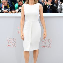 Jodie Foster in Max Mara at a 'Money Monster' photo op.