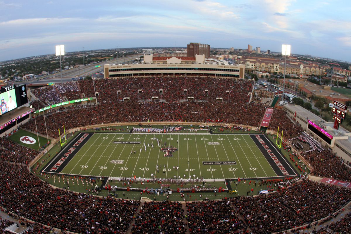 Texas Tech Still Trying To Rid Its Football Stadium Of Foxes Sbnation Com