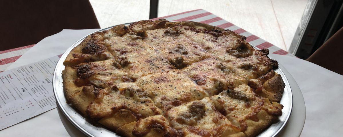 Grabowski's Chicago Classic pizza