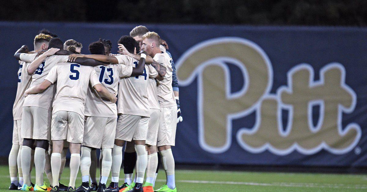 Pitt_soccer_huddle
