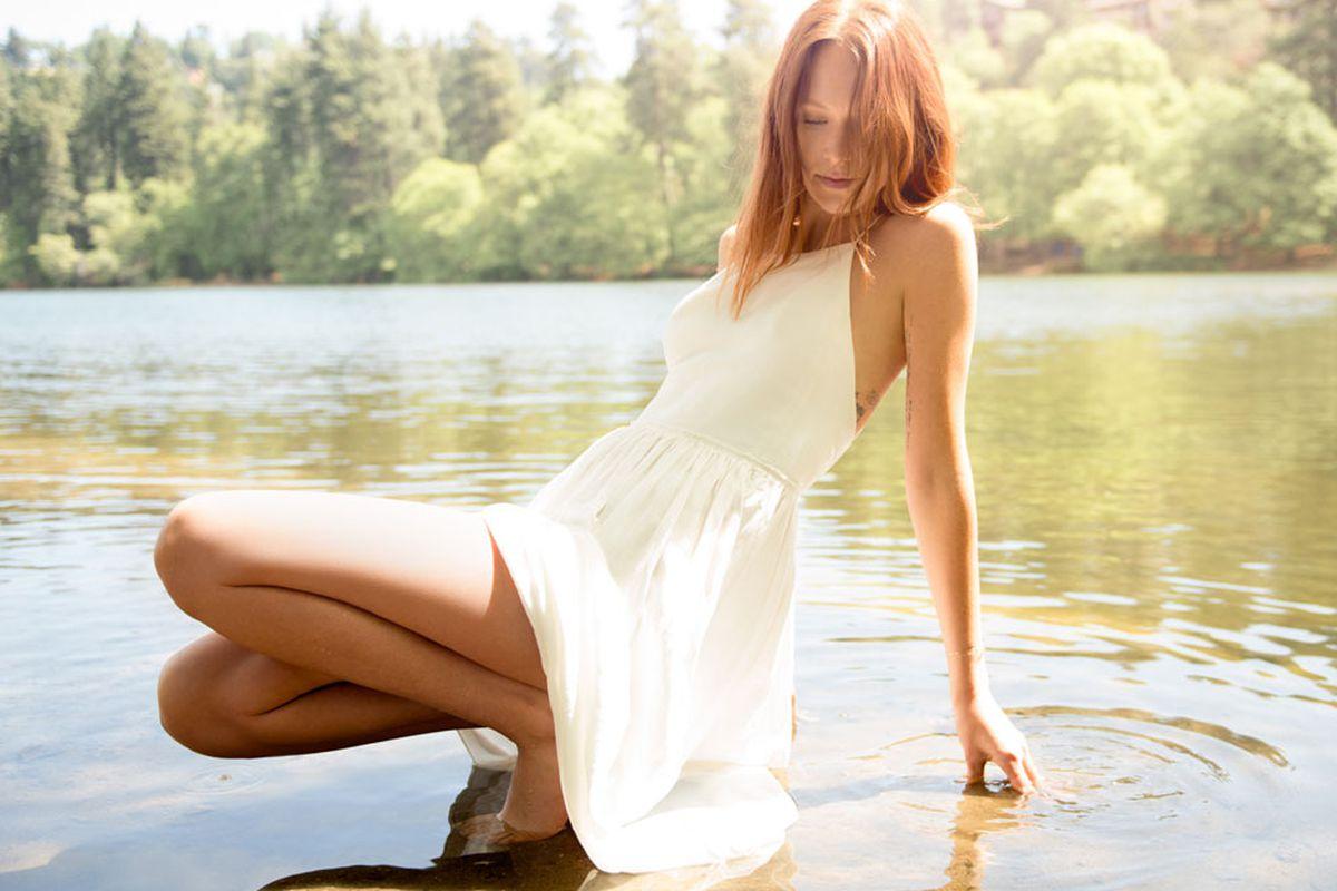 "Le Fou by Wilfred <a href=""http://us.aritzia.com/hymne-dress/51630.html?dwvar_51630_color=5256#start=3"">Hymne Dress</a>"