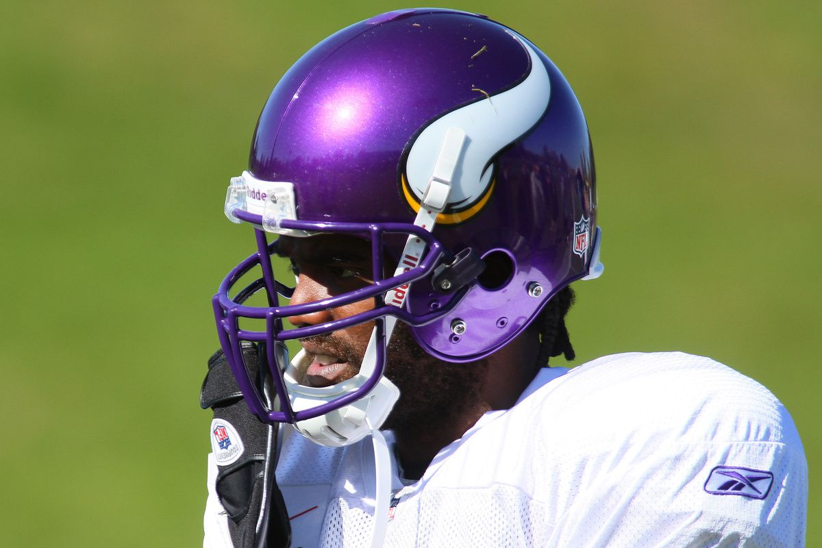 Vikings wide receivers to wear cleats honoring Randy Moss