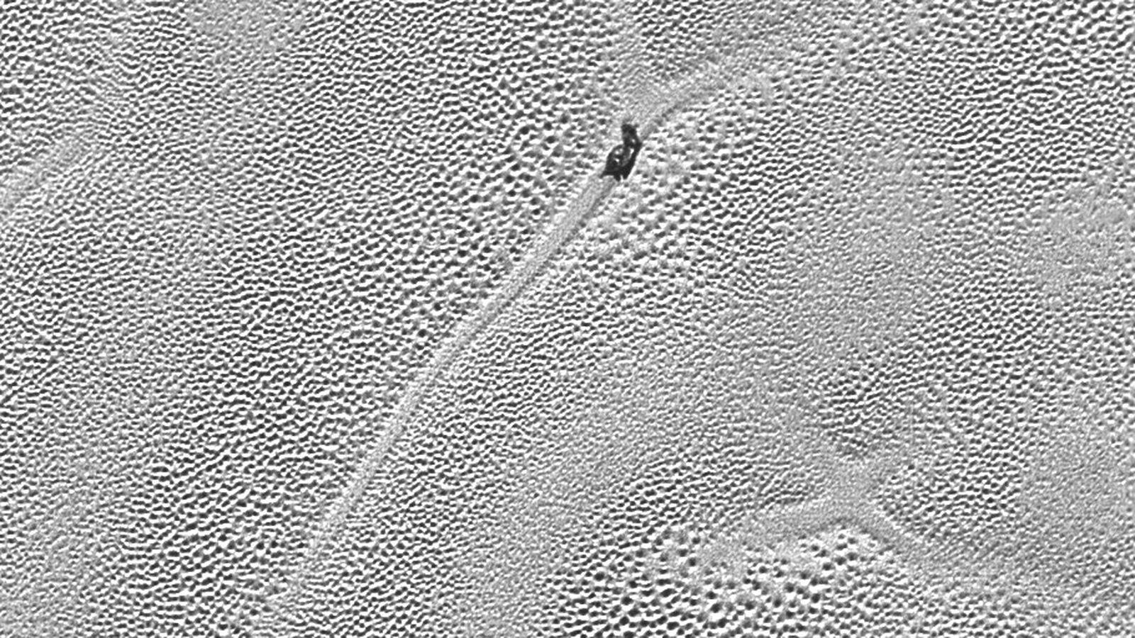 new high resolution nasa images show pluto u0026 39 s  u0026 39 lava lamp