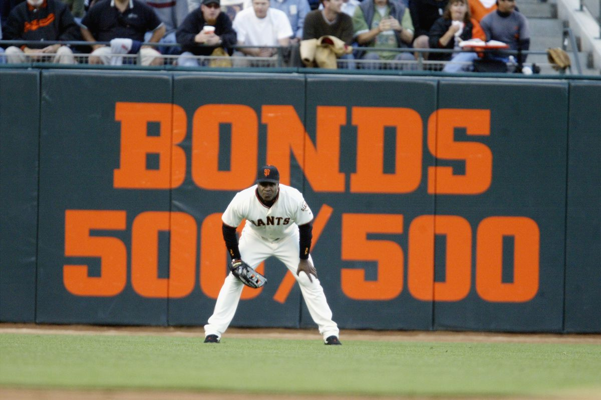 Bonds honored for 500 steals