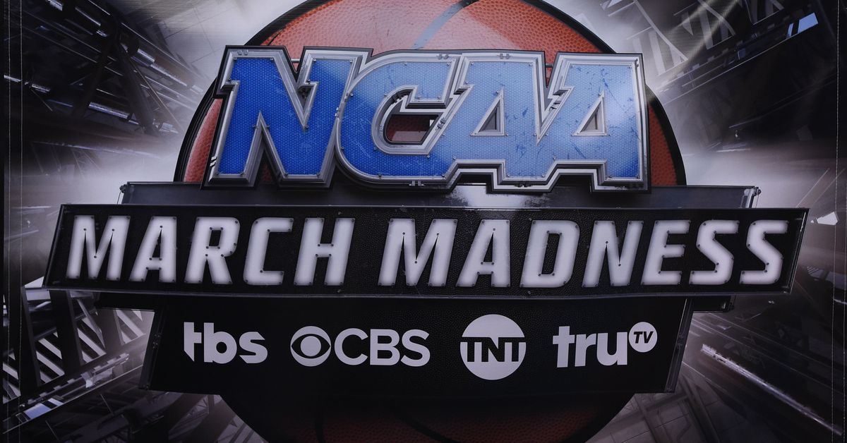 NCAA bracket selection show: TBS broadcast made for a weird