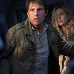 """Nick Morton (Tom Cruise) and Jenny Halsey (Annabelle Walls) in """"The Mummy."""""""