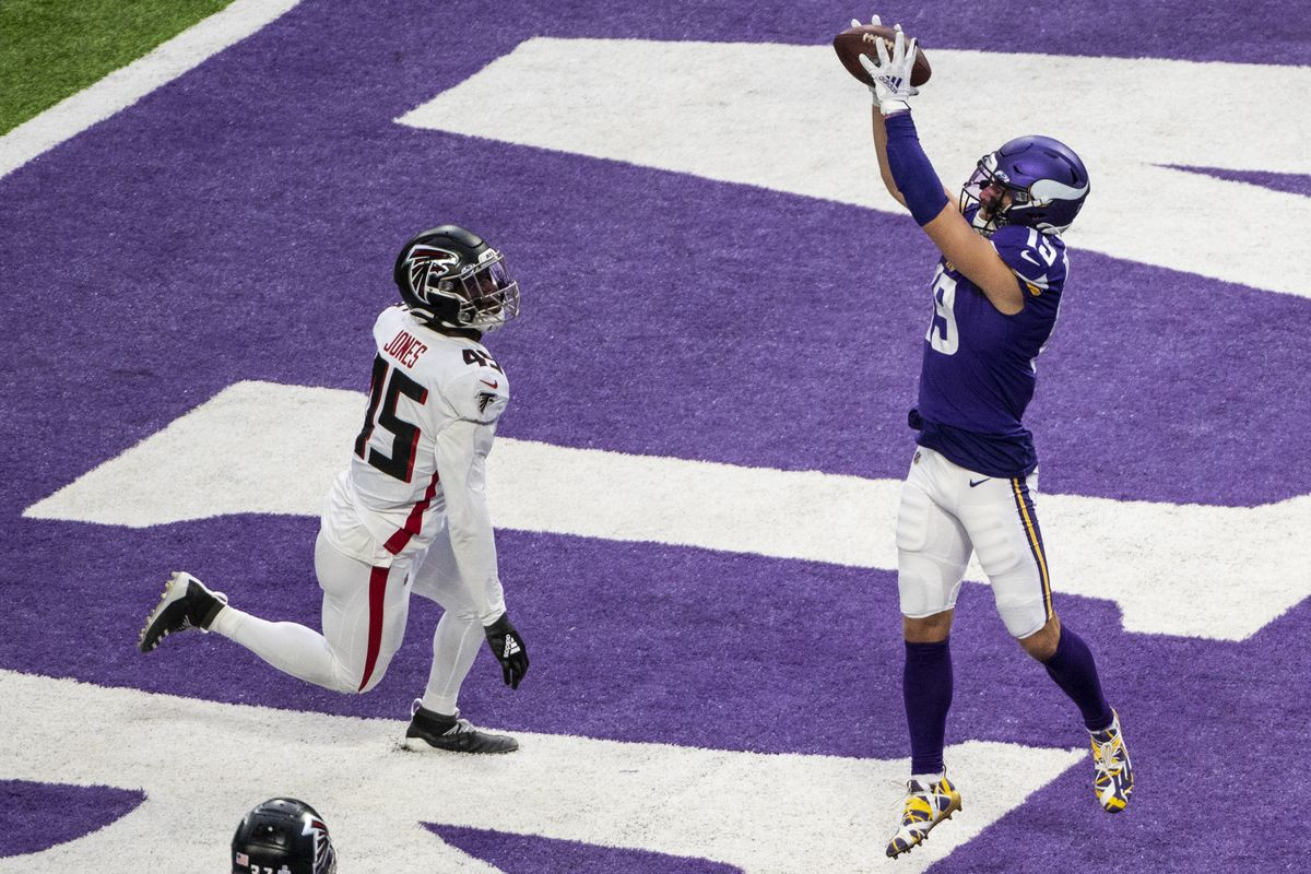 Adam Thielen #19 of the Minnesota Vikings catches the ball for a touchdown in the fourth quarter of the game against the Atlanta Falcons at U.S. Bank Stadium on October 18, 2020 in Minneapolis, Minnesota.