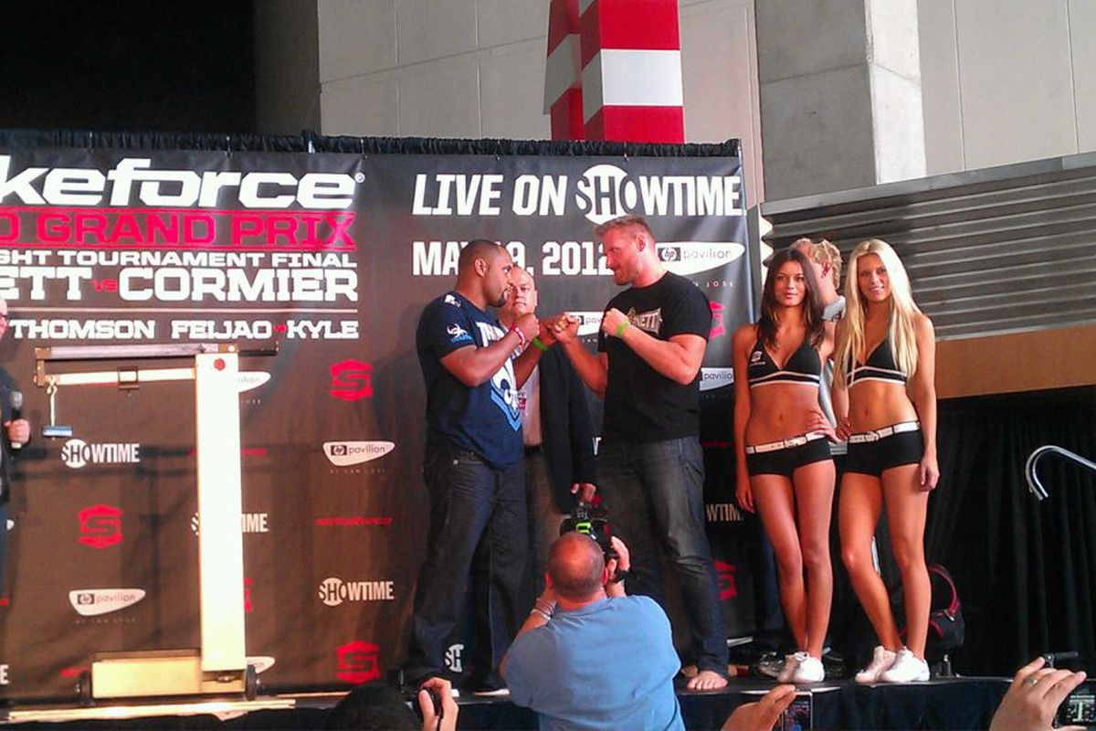 Barnett vs. Cormier Weigh-In Video - MMA Fighting