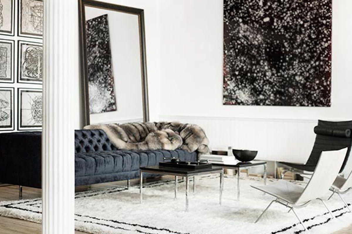 "Photo via <a href=""http://www.garancedore.fr/en/2013/11/21/the-line-apartment/"">Garance Doré</a>"