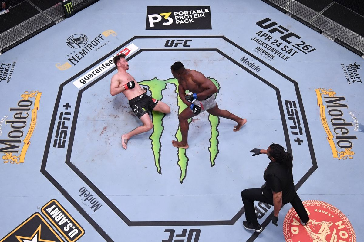 Stipe Miocic gets KO'ed by Francis Ngannou in their rematch at UFC 260.