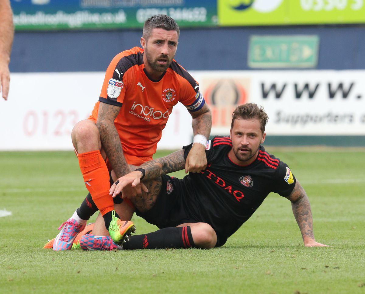 Luton Town v Sunderland - Sky Bet League One