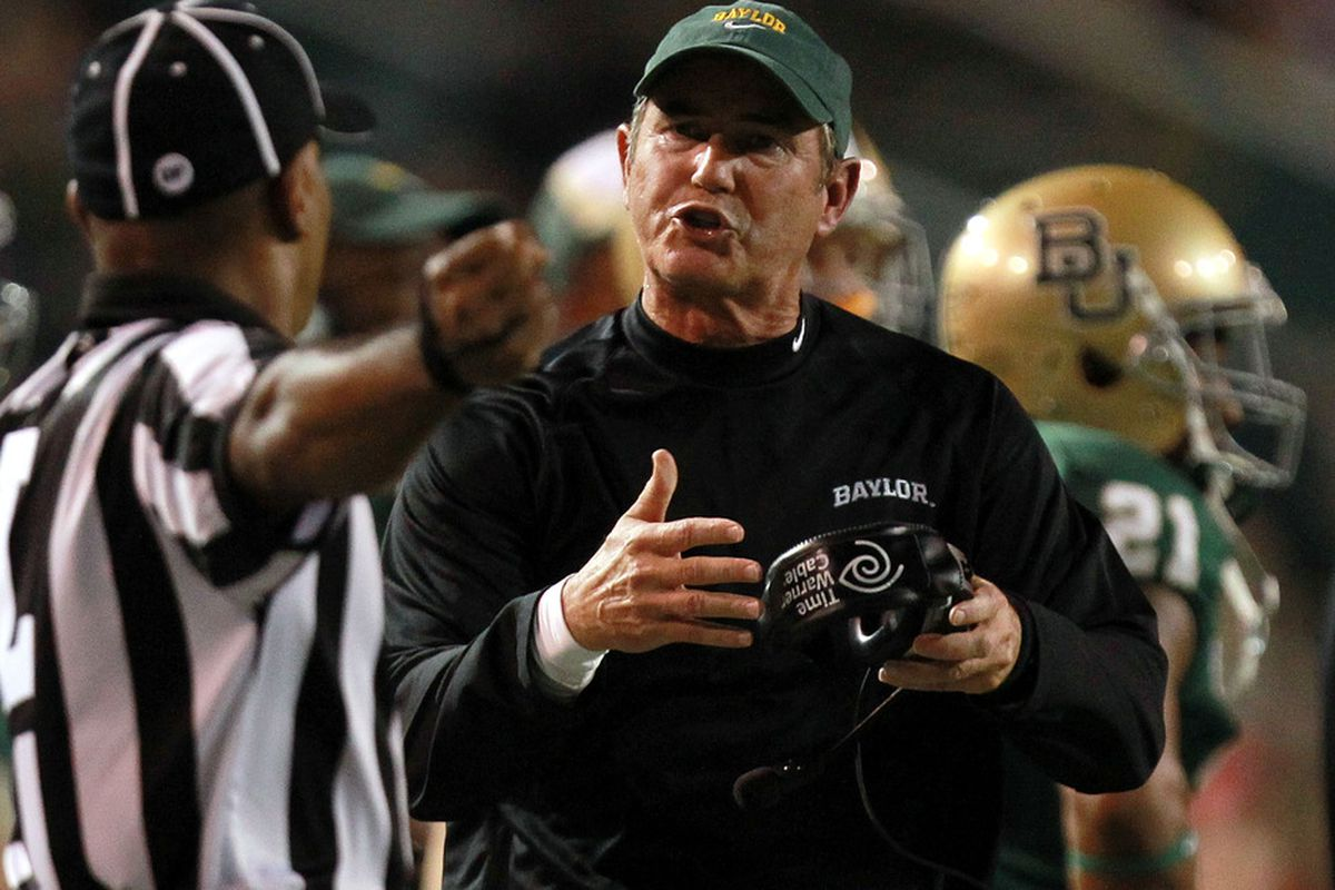 WACO, TX - NOVEMBER 19:  Head coach Art Briles of the Baylor Bears during play against the Oklahoma Sooners at Floyd Casey Stadium on November 19, 2011 in Waco, Texas.  (Photo by Ronald Martinez/Getty Images)