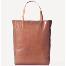 "<b>Massimo Dutti</b> Shopper with Crest, <a href=""http://www.massimodutti.com/webapp/wcs/stores/servlet/product/duttius/en/30109527/370516/1904573/SHOPPER%2BWITH%2BCREST"">$228</a>"
