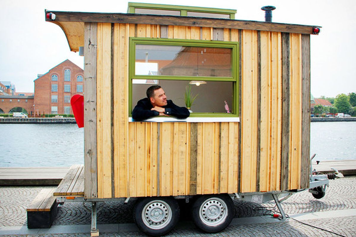 """Photos via <a href=""""http://inhabitat.com/tiny-workplace-on-wheels-can-make-each-day-at-the-office-different/"""">Inhabitat</a>"""