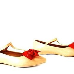 """<strong><a href=""""http://www.citysoles.com/product.asp?lt=d&deptid=9142&sec=women&pfid=CSN02013#.U4tRB6hX-uY"""">Shelly's 'Beau' Bow Flats, $49</a>:</strong> How cute is that bow?! [Photo: City Soles]"""