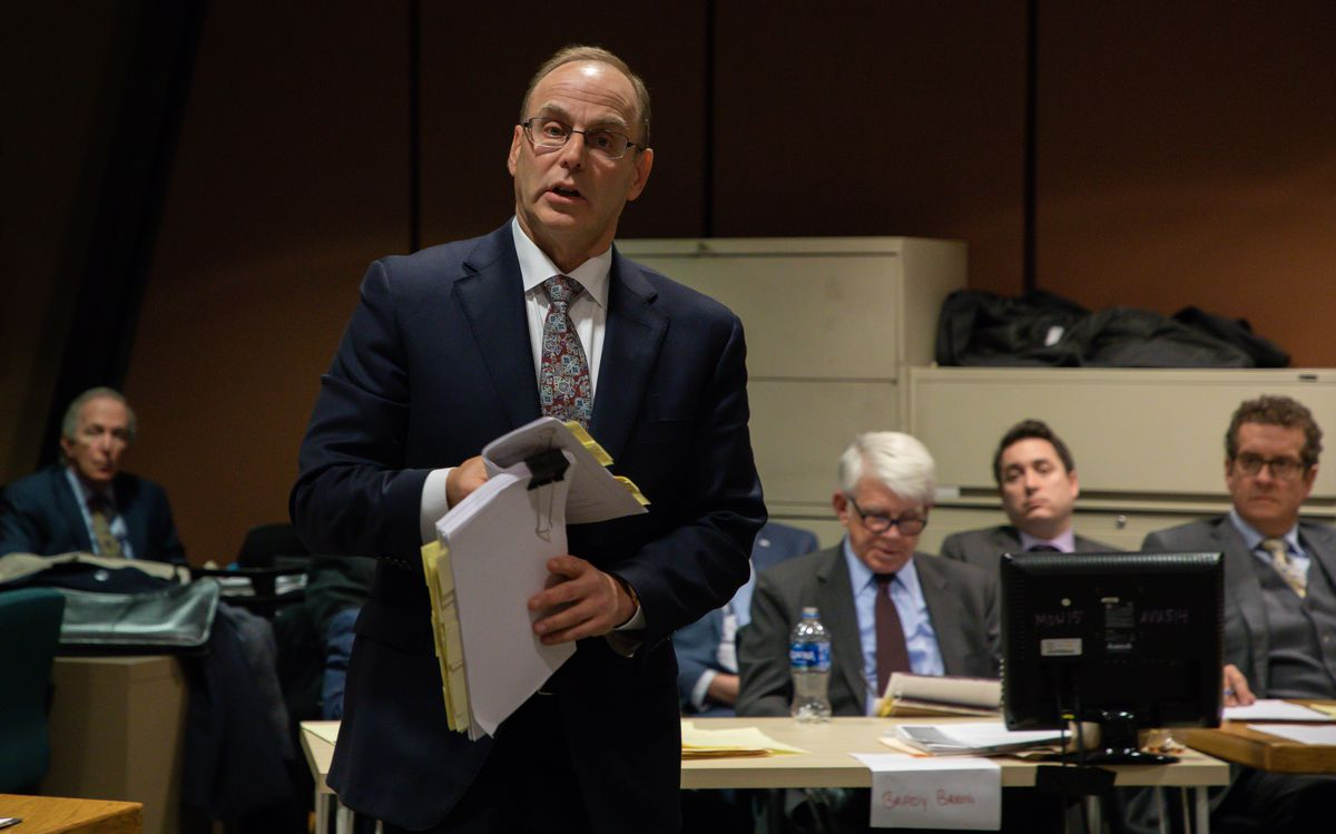Former federal prosecutor Ron Safer in 2018 during a trial at the Leighton Criminal Court Building.