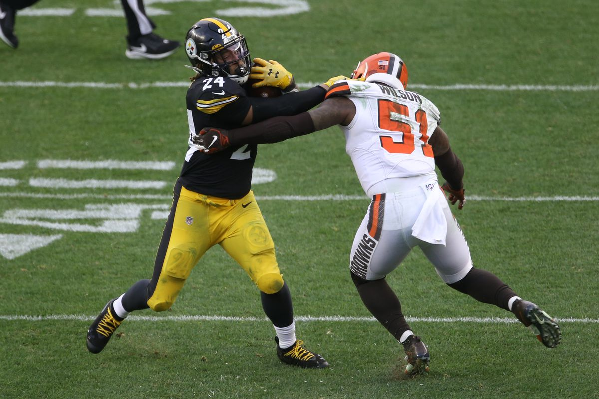 Pittsburgh Steelers running back Benny Snell carries the ball against Cleveland Browns linebacker Mack Wilson during the third quarter at Heinz Field.
