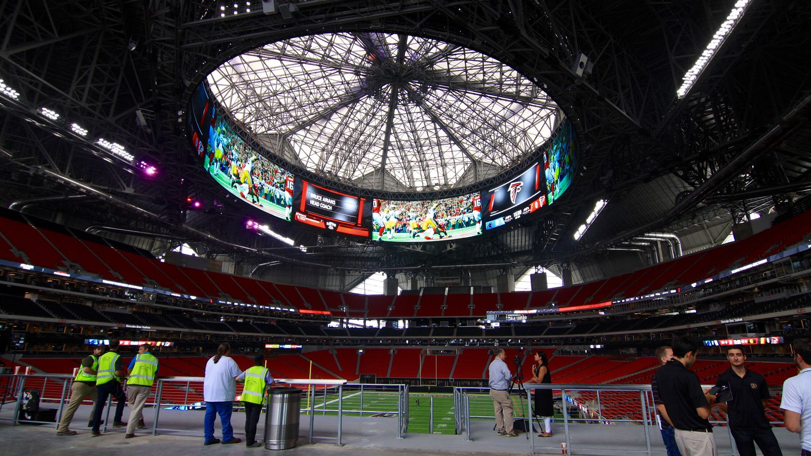 Mercedes Benz Seattle >> The Atlanta Falcons' Mercedes-Benz Stadium, now finished ...