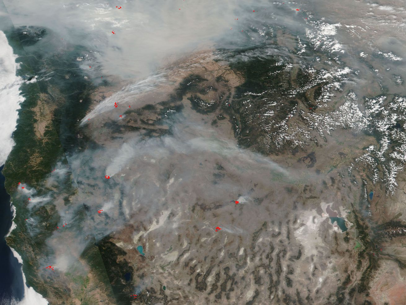 A satellite image of smoke from wildfires in the Pacific Northwest in August 2018, with active fires labeled in red.