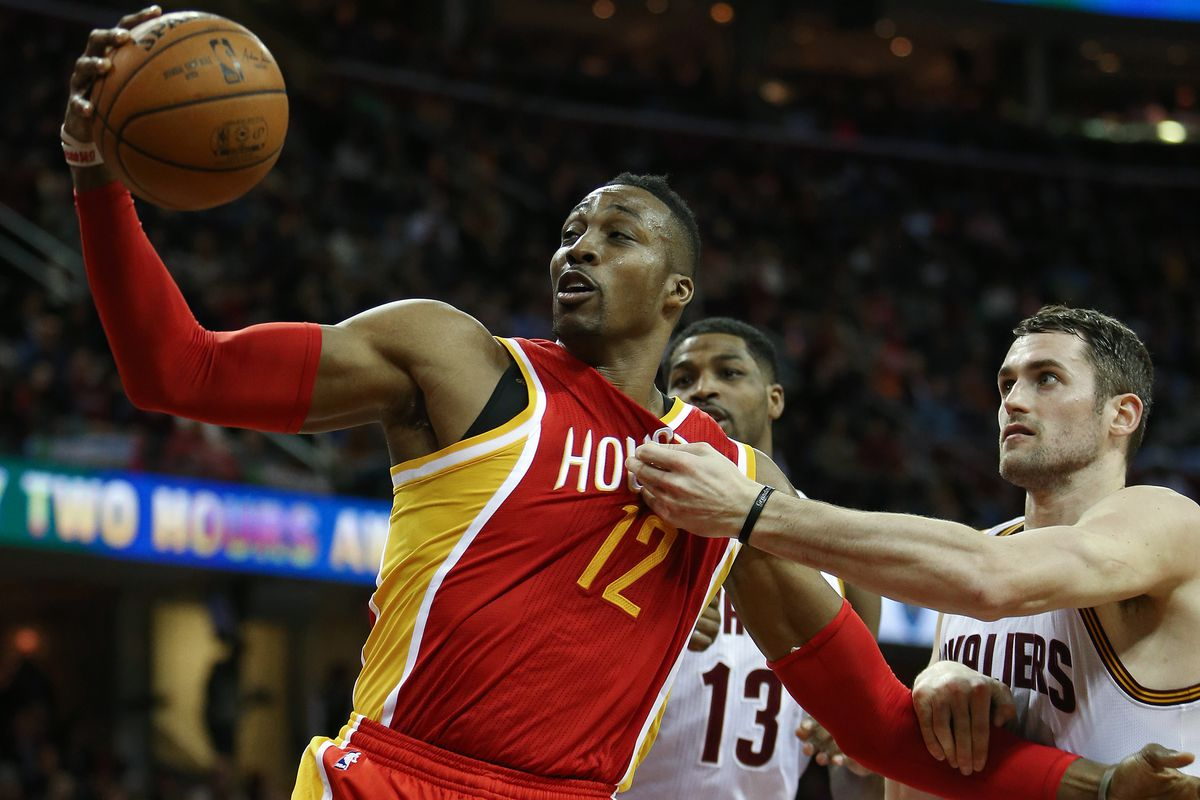 Dwight is too strong for Kevin Love