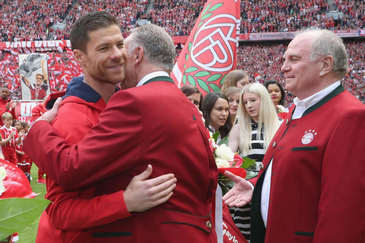 Bayern Muenchen v SC Freiburg - Bundesliga MUNICH, GERMANY - MAY 20: Xabi Alonso (L) of Bayern Muenchen is hugged by CEO of Bayern Muenchen Karl-Heinz Rummenigge next to president Uli Hoeness during his farewell ceremony ahead of the Bundesliga match between Bayern Muenchen and SC Freiburg at Allianz Arena on May 20, 2017 in Munich, Germany.