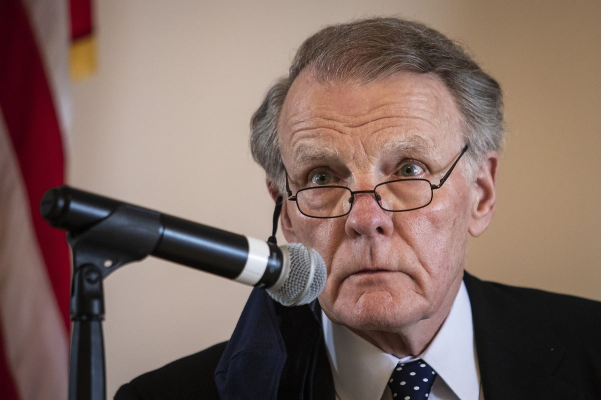 Former state House Speaker Mike Madigan speaks during a committee hearing on the Southwest Side on Sunday.