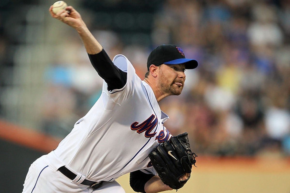 NEW YORK - JULY 05:  Mike Pelfrey #34 of the New York Mets delivers a pitch against the Cincinnati Reds on July 5 2010 at Citi Field in the Flushing neighborhood of the Queens borough of New York City.  (Photo by Jim McIsaac/Getty Images)