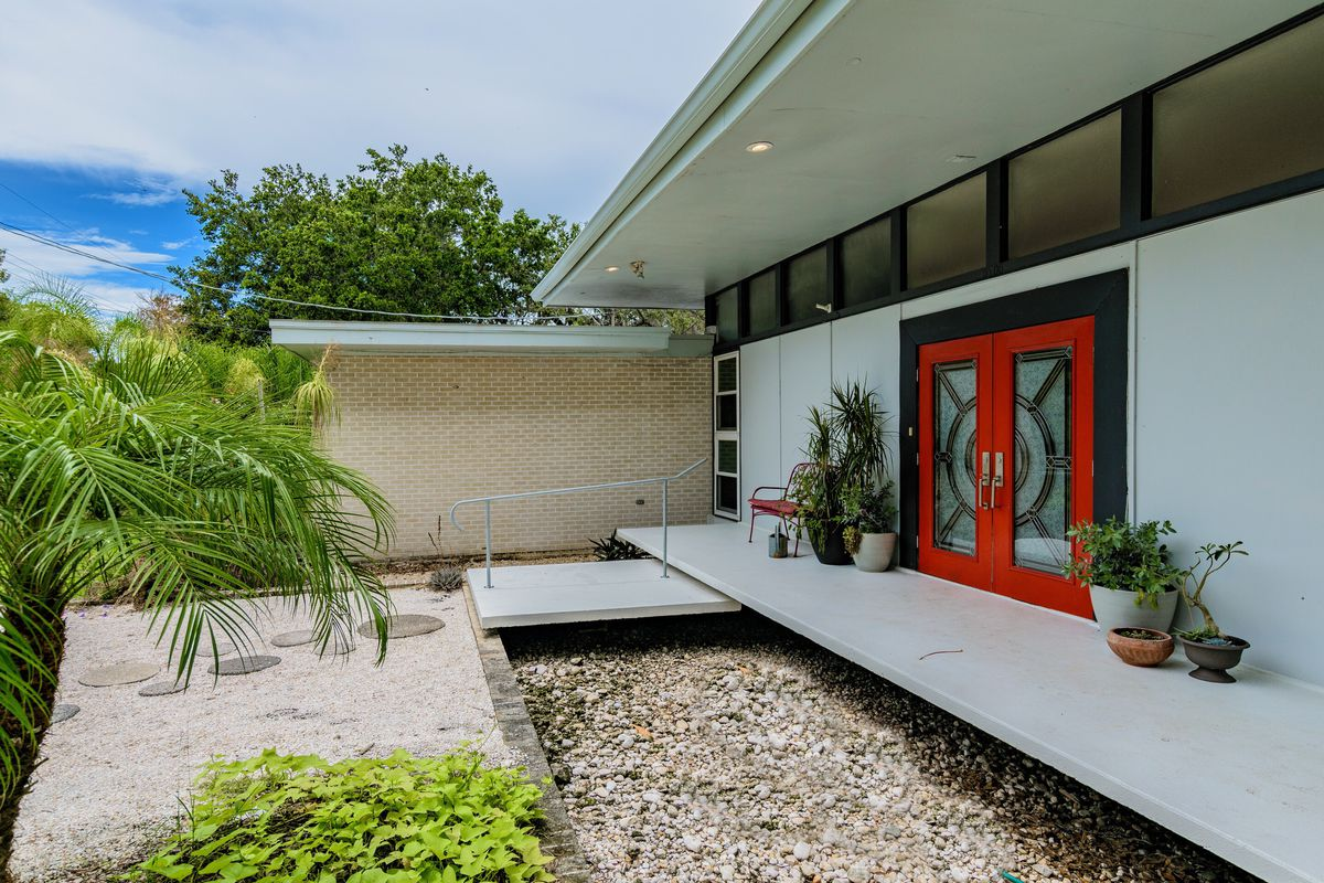 Frank DePasquale-designed Midcentury Home In Tampa Wants