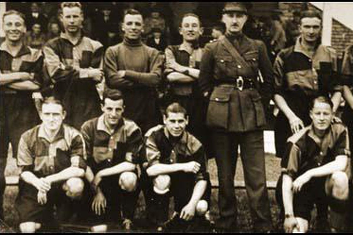 Members of the 53rd (Bolton) Field Regiment, Harry Goslin standing second from the left.