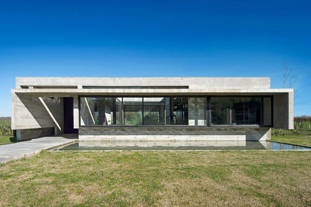 Concrete Modern Home Stays Cool For The