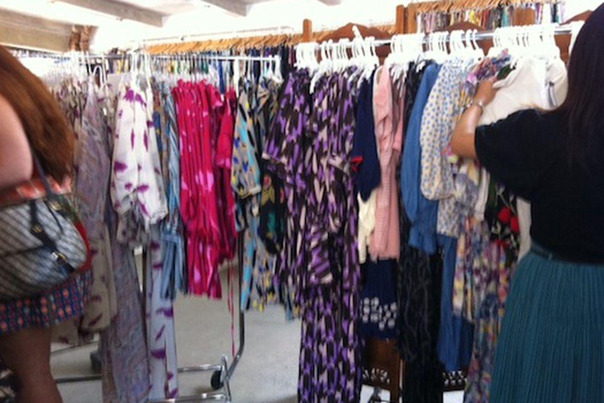 "Image via <a href=""http://samplesally.com/2011/06/29/tucker-sample-sale-plenty-of-breezy-silk-blouses-dresses-plus-25-samples/"">Sample Sally</a>"