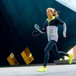"""Caroline Jordan, owner of <a href=""""http://www.carolinejordanfitness.com"""">Caroline Jordan Fitness</a> and instructor at <a href=""""http://www.equinox.com"""">Equinox</a>. <i>Photo: <a href=""""http://kurodastudios.com/#/portfolio/athletic/football1"""">Mark Kuroda</a"""