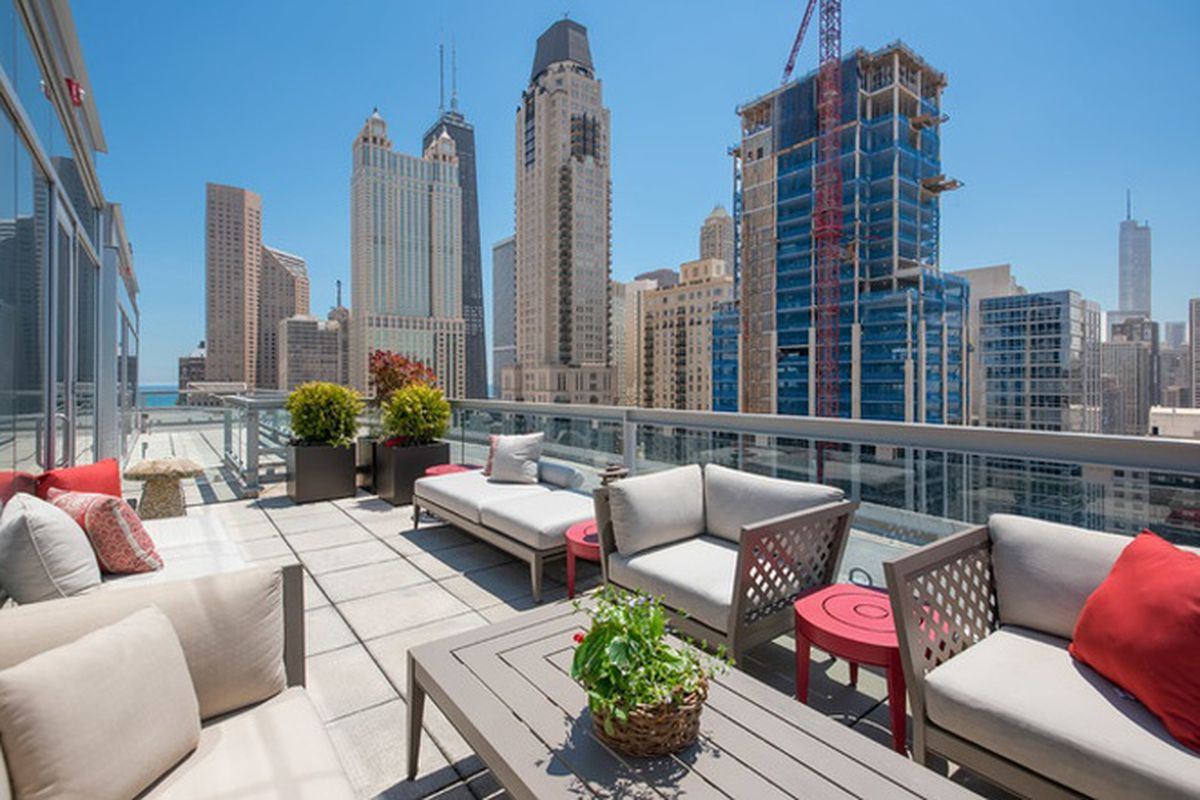 Gold Coast High Rise Penthouse With Stunning Rooftop