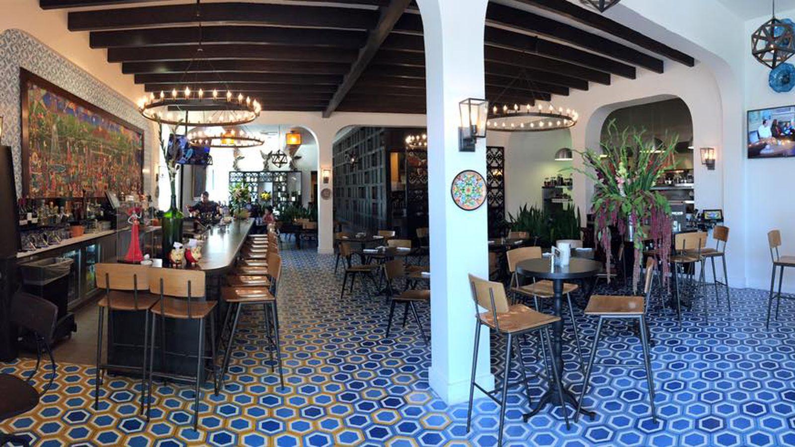 Jonathan gold praises la casita mexicana 39 s mall restaurant - Jonathan s restaurant garden city ...