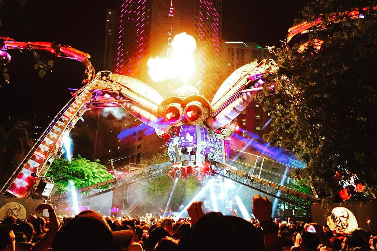 The Arcadia spider at Miami's Ultra Music Festival 2017, with fire coming out of the lighted mechanical beast