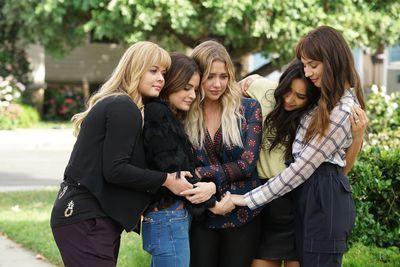 The titular liars on Pretty Little Liars